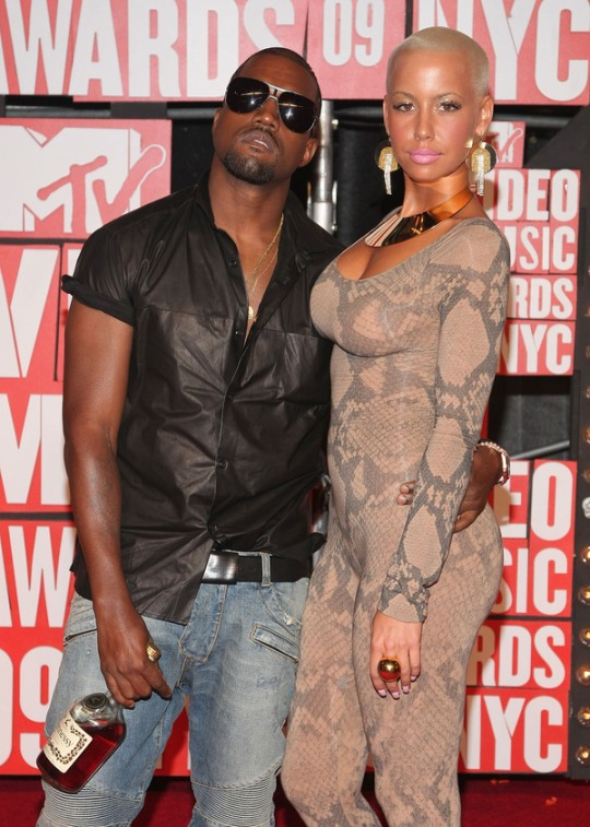 Kanye 7 Amber On The Red Carpet @ The MTV VMA's 2009